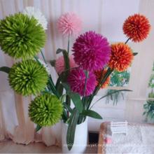 Der Blumenstrauß der billigen, künstlichen Blumen