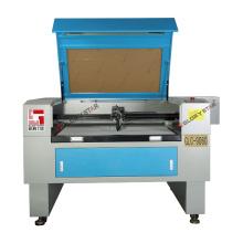 Máquina de corte do laser do CO2 com uma cabeça de corte