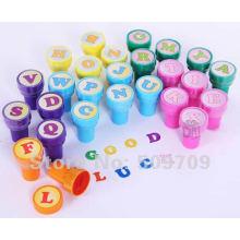 Timbre en caoutchouc d'encrage de jouet de poignée en plastique de couleur pour des enfants