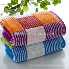 Serviette de bain multicolore en bambou à carreaux des années 16
