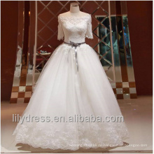 Elegantes reizvolles weg vom Schulter-Prinzessin-Ballkleid-Hochzeits-Kleid-halbes Hülsen-Brautkleid mit Bänder Blumen-Schärpe wulstiges ML056