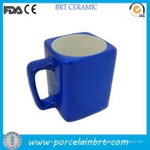 Tasse en céramique carrée certifiée extérieure bleue promotionnelle