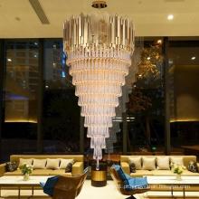 Lustre de cristal de luxo com decoração de salão de casamento