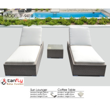 PE wicker garden lounge chair in various color.