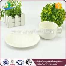 Fabricante de taza de té de cerámica blanca y platillo al por mayor