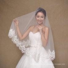 Ein Layer Kurzes Elfenbein Hochzeit Schleier mit breiten Rand