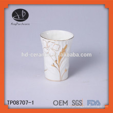 Caneca com design de pintura de mão, caneca de cerâmica branca decorar com aro de ouro