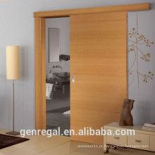Quarto natural acabamento em madeira portas de correr