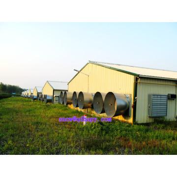 Máquinas agrícolas em casa de aves com aconselhamento profissional e plano de graça