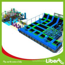 Hecho en China parque de trampolín con equipo de juego suave para centros de diversión