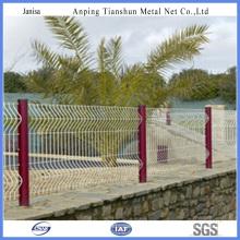 una variedad de valla de malla de alambre