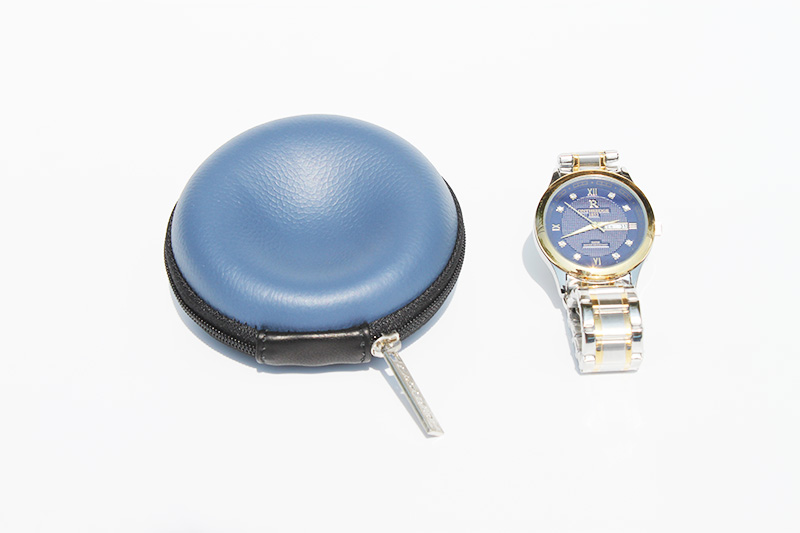 Single watch carrying case