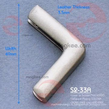 Сумочка угловая металлическая с лаковым декоративным металлическим уголком