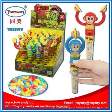 Lidar com macacos tocando gongos doces brinquedos
