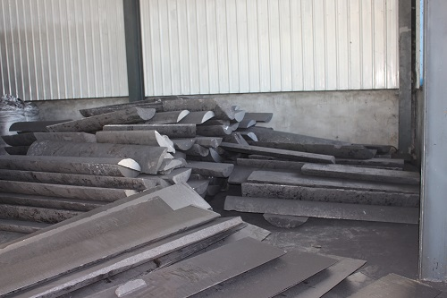 The graphite electrode crushing
