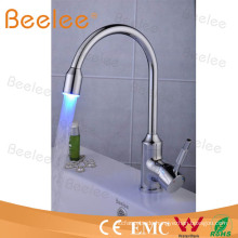 3 Farben Wasser Power Wassereinsparung LED Küchenarmatur Qh114f
