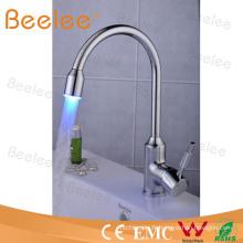 Robinet de cuisine économiseur d'eau de l'eau de puissance de 3 couleurs LED Qh114f