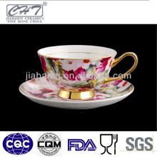 Jóia de ouro de porcelana copos de café antigo e pires