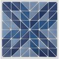 El mosaico de vidrio triangular se puede personalizar con un patrón
