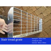 Hochwertige verzinkte Treppenstufen Rost