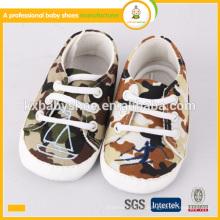 El bebé caliente más nuevo de la alta calidad de la venta 2015 embroma los zapatos del camuflage