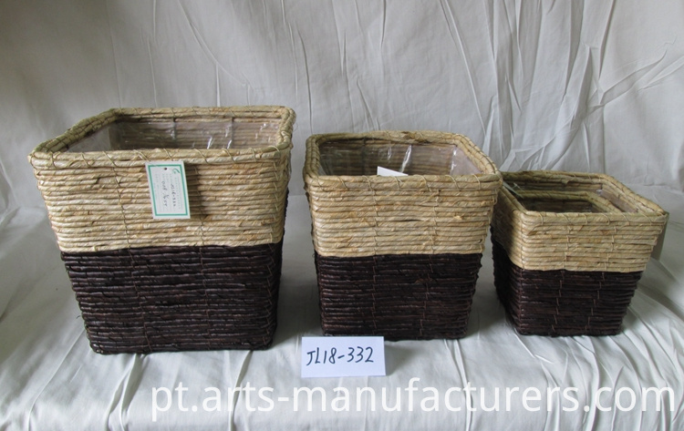 weaving water hyacinth basket