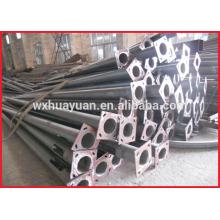 Poste en acier à cônes