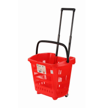 Roter Plastikeinkaufskorb der Supermärkte mit Rädern