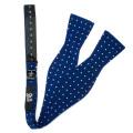 Cravates en mousseline de soie de Challis maigres faites sur commande d'hommes avec les pois blancs blancs de marine