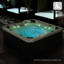 Акриловая гидромассажная ванна на открытом воздухе