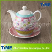 Thé en porcelaine pour un ensemble avec décalcomanie