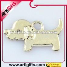 colgante de metal lindo perro