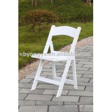 Silla blanca plegable de resina de boda