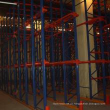 movimentação da cremalheira do aço do armazém no sistema do racking da pálete