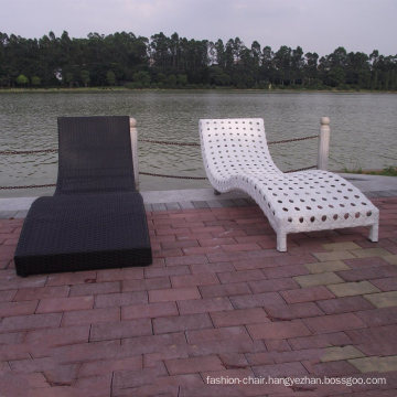 Two Different Weaving Stlye Beach Lounger Bed Outdoor Rattan Lounge