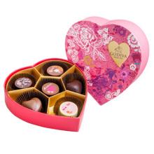 Valentinstag-Pralinenschachtel mit Tablett