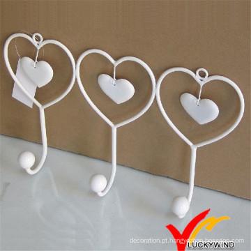 Gancho de parede de metal coração branco forma