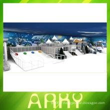 Équipement de terrain de jeu intérieur du château blanc-neige blanc