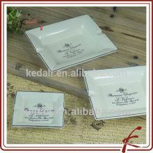 China Fábrica de cerámica de porcelana de cigarrillos cenicero
