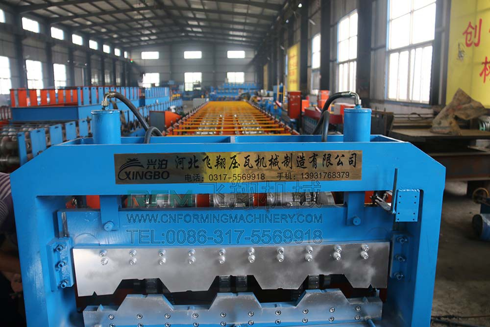 metal deck floor making machine