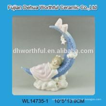 Décoration en céramique avec figurine bébé