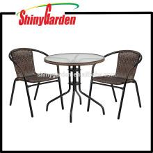Amazon Flash Furniture Mesa de metal redonda de vidrio con ribete de ratán y 2 sillas de apilamiento de ratán, juego de bistró