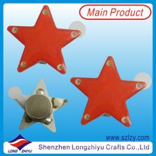 Estrellas rojas que desploman la insignia conocida del LED