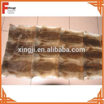 Placa de piel arrancada marrón natural de la piel del conejo
