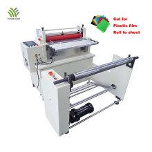 Découpe automatique des matériaux en caoutchouc à la machine à feuilles
