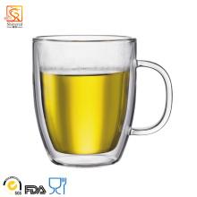 Tasse en verre à haute viscosité à double mur à la main