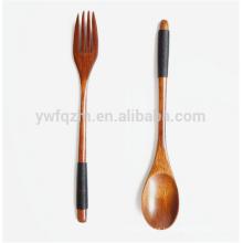 Insignia al por mayor de fábrica personalizado cuchara de madera y tenedor