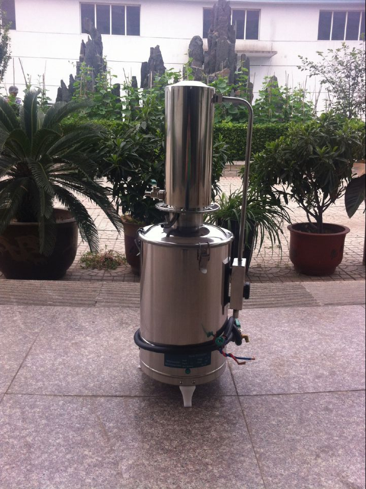 Laboratory water treatment machine