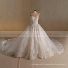 Impressionnant nouveau design sans bretelles A-ligne personnaliser perles de dentelle robe de mariée train long