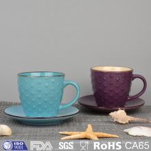 Taza de café de cerámica grabada en relieve esmaltada colorida